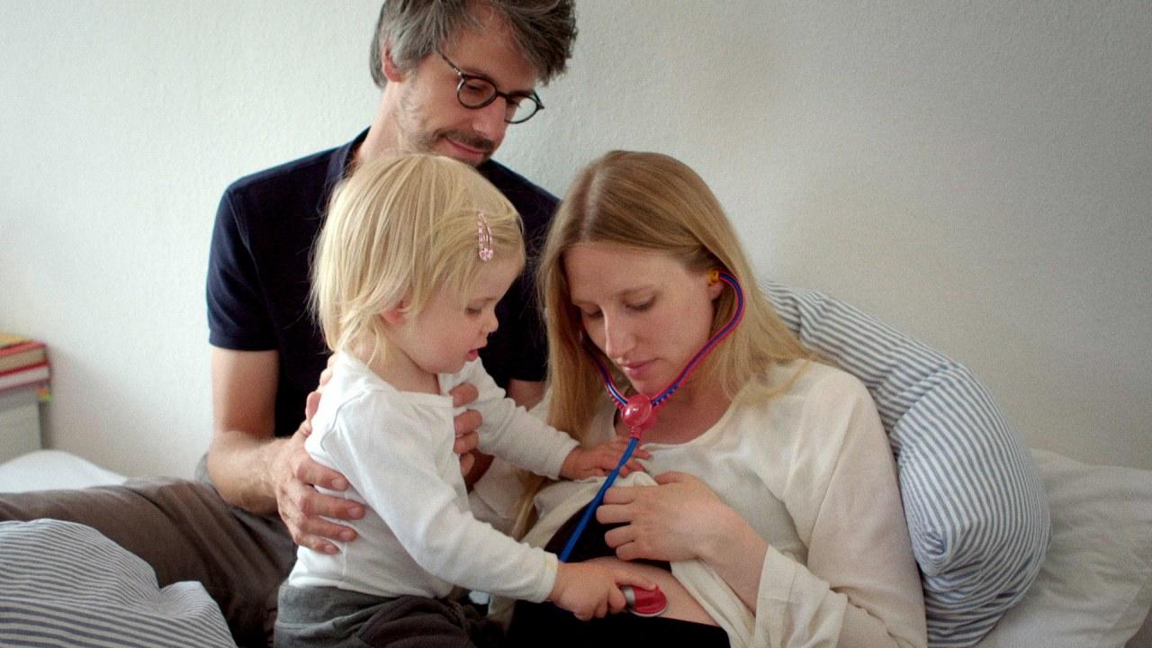 Eingeimpft - Familie mit Nebenwirkungen - Bild 1