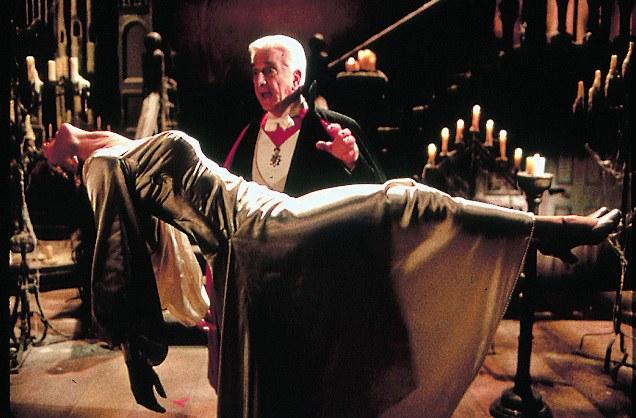 Mel Brooks' Dracula - Tot aber glücklich - Bild 1