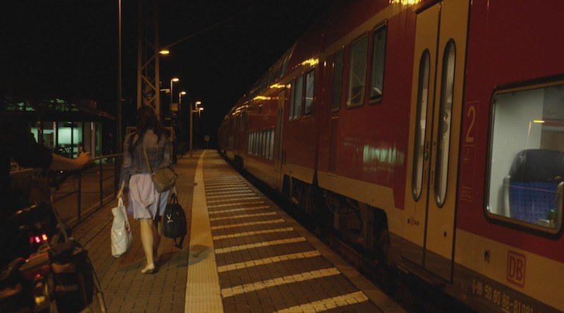 Neben den Gleisen - Bild 1