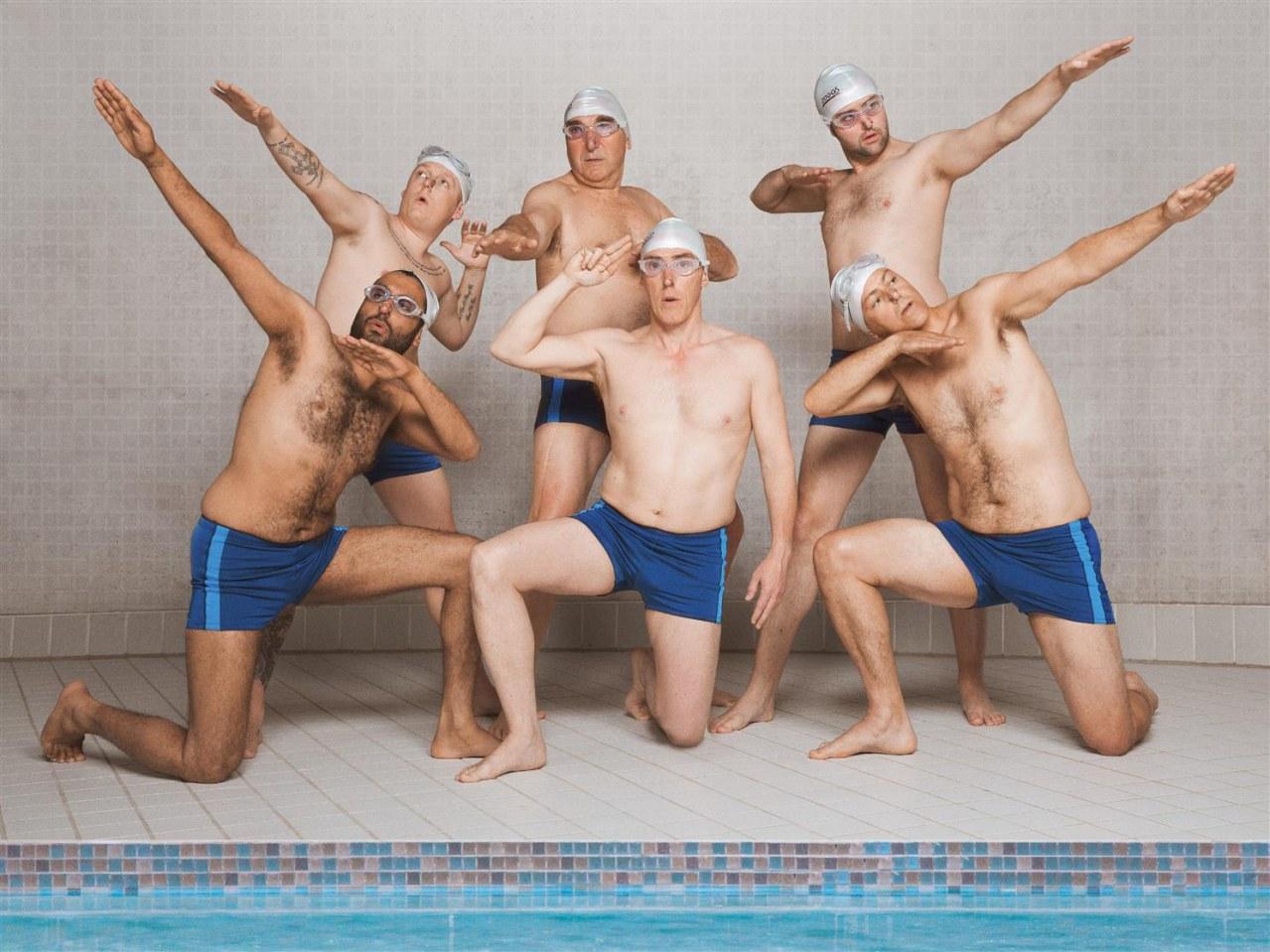 Swimming with Men - Ballett in Badehosen - Bild 4