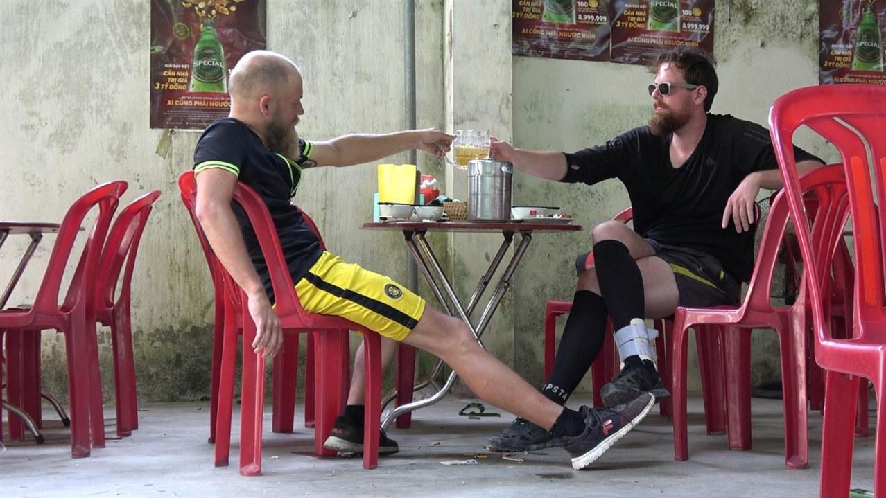 Verplant - Wie zwei Typen versuchen, mit dem Rad nach Vietnam zu fahren - Bild 1