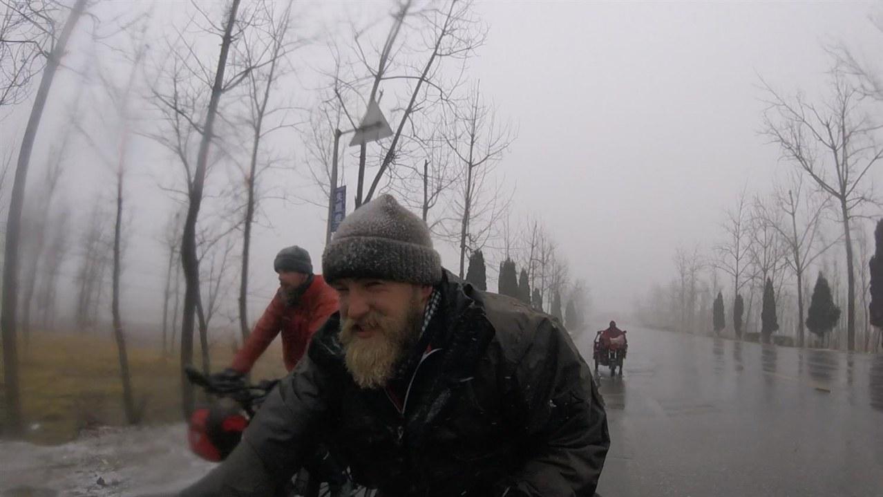 Verplant - Wie zwei Typen versuchen, mit dem Rad nach Vietnam zu fahren - Bild 3