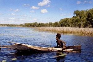 10 Kanus, 150 Speere und 3 Frauen - Bild 1