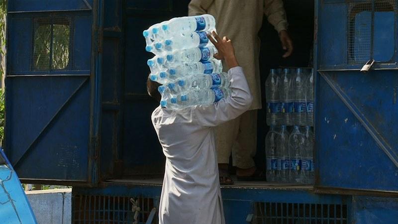 Bottled Life - Das Geschäft mit dem Wasser - Bild 7