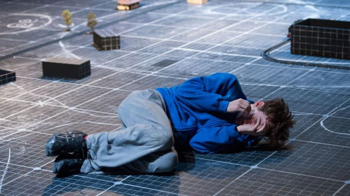 National Theatre Live: The Curious Incident of the Dog in the Night-Time - Bild 2