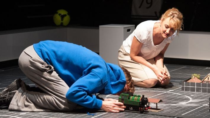 National Theatre Live: The Curious Incident of the Dog in the Night-Time - Bild 5