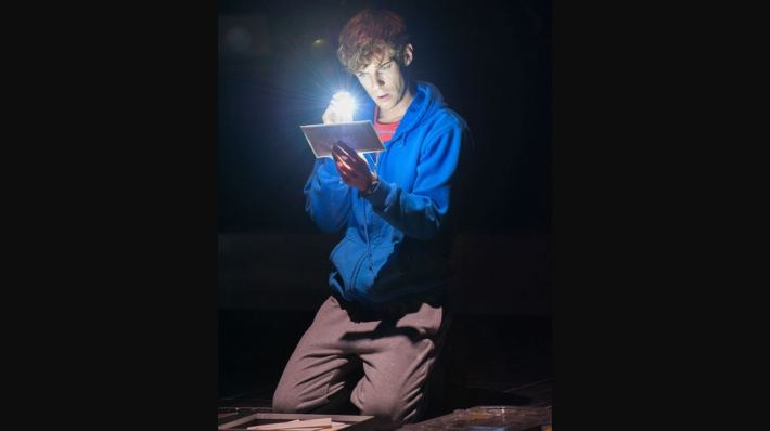 National Theatre Live: The Curious Incident of the Dog in the Night-Time - Bild 10