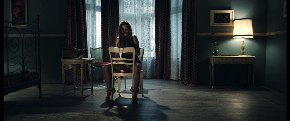 radio silence der tod h rt mit cinestar. Black Bedroom Furniture Sets. Home Design Ideas