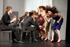 Tanzträume - Jugendliche tanzen KONTAKTHOF von Pina Bausch - Bild 1
